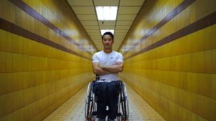 La tenacia di Lai Chi-Wai: un grattacielo in carrozzina