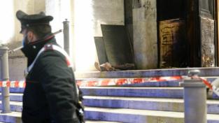 Atto incendiario davanti alla sede dell'Iss