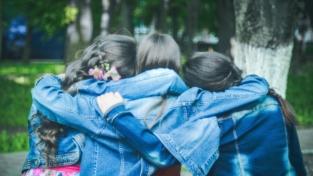 Le relazioni interpersonali sono la fonte della felicità