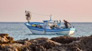Fiumicino, pescatori a caccia di plastica