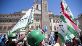Manifestazione dei sindacati: «No ai licenziamenti»