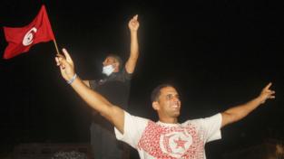 Scontri in Tunisia, Saïed rimuove il premier e sospende il Parlamento