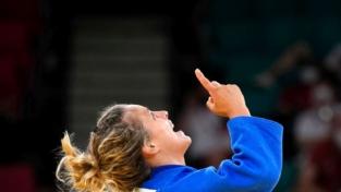 Olimpiadi, le medaglie degli atleti italiani e le dediche ai nonni