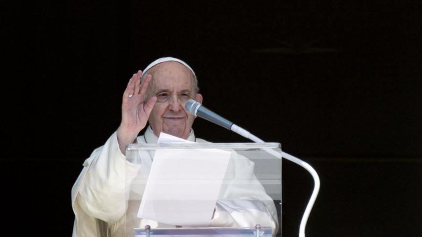 """Migranti, nuovi sbarchi. Il papa: """"Non vi dimentico"""""""